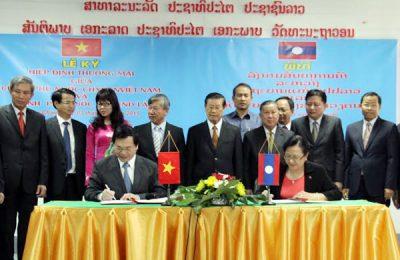 Lễ ký kết Hiệp định Thương mại Việt Nam - Lào (2015) tại Thủ đô Viêng Chăn, CHDCND Lào.