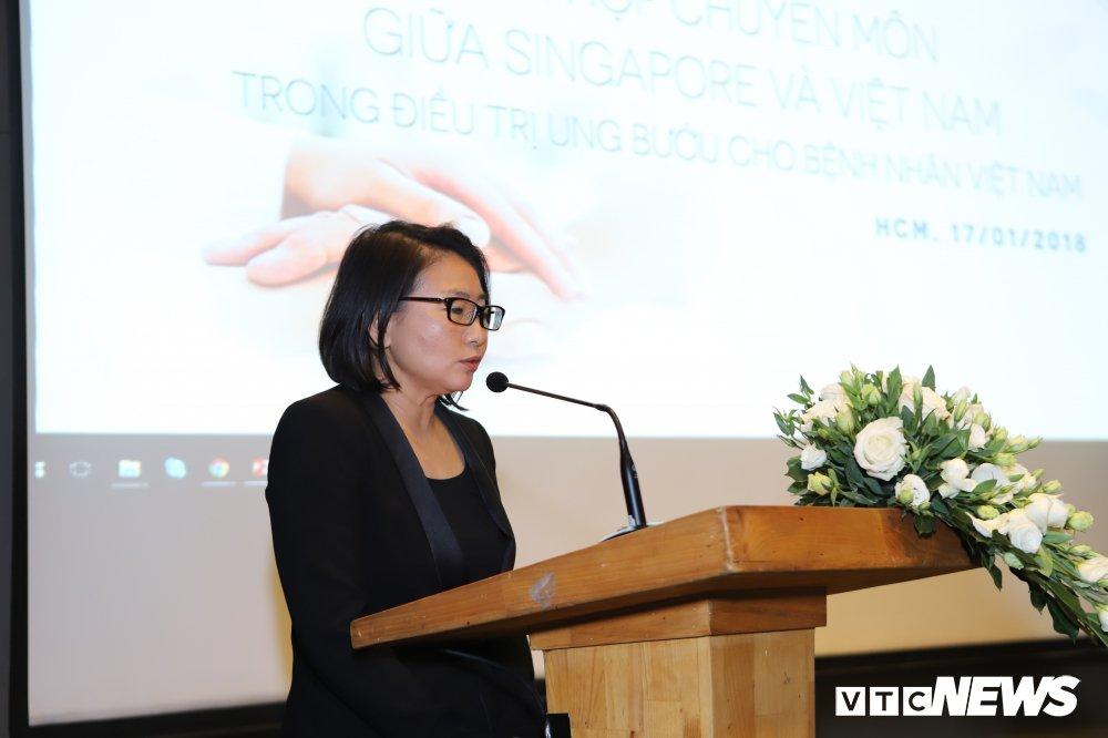 Bà Serena Wee - Tổng giám đốc phòng khám Ung bướu Singapore - Việt Nam.