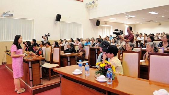 BS. Trần Vương Thảo Nghi chia sẻ vấn đề chăm sóc bệnh nhân ung thư vú.