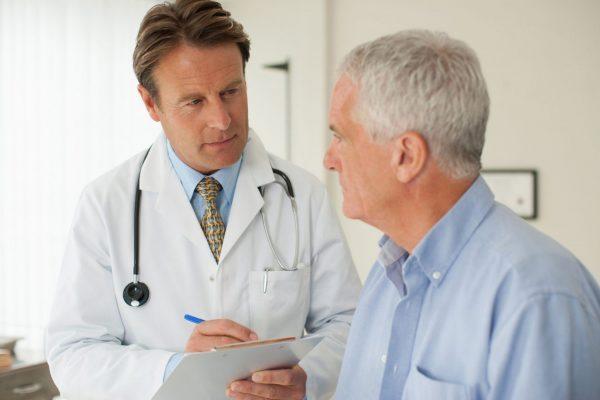 Đến gặp bác sĩ để tầm soát ung thư định kỳ giúp phát hiện sớm ở giai đoạn đầu của bệnh.