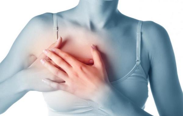 Những cơn đau bất chợt ở ngực cảnh báo ung thư vú.