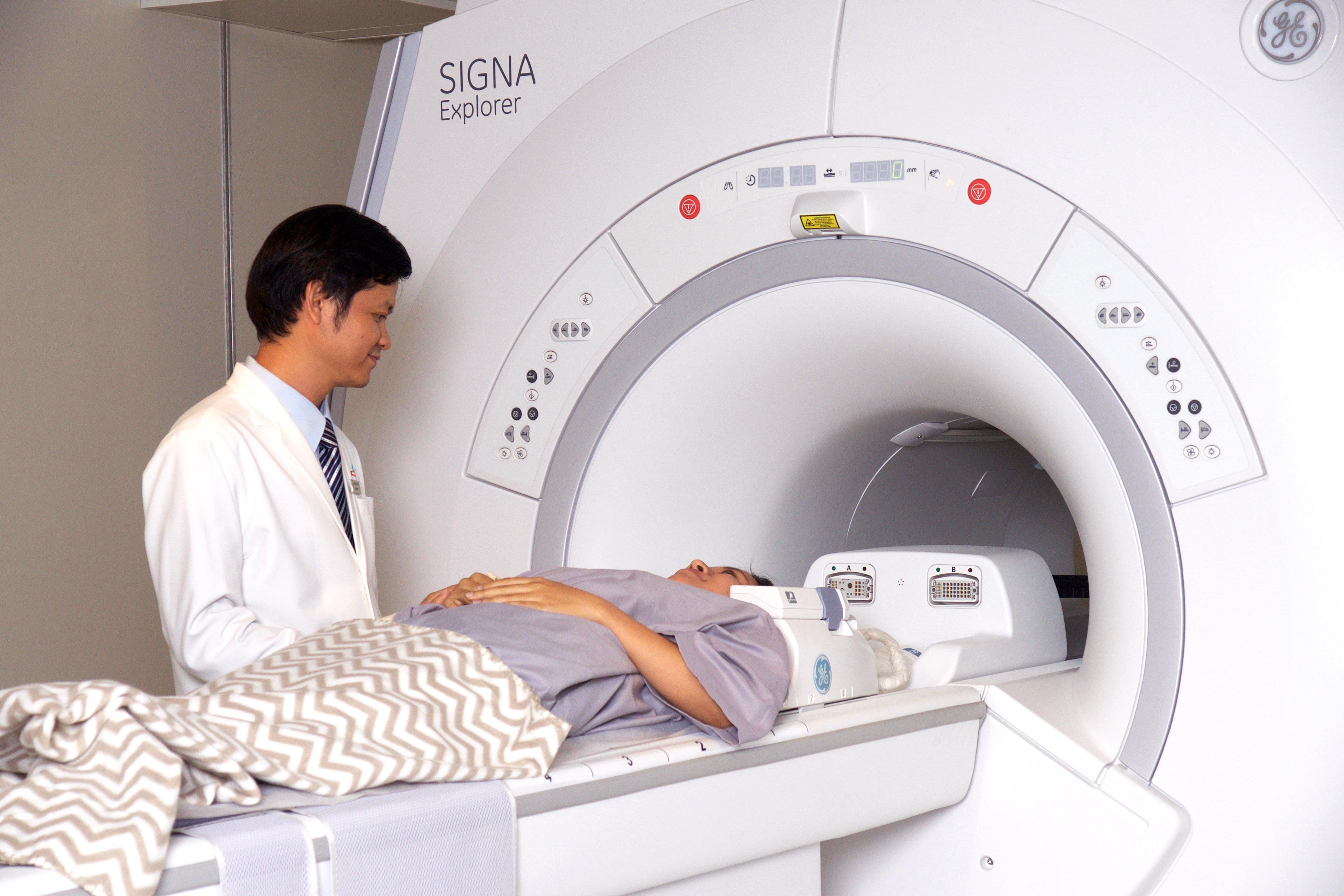 Trang máy móc, thiết bị hỗ trợ việc khám và điều trị ung thư tại phòng khám Ung bướu Singapore - Việt Nam.