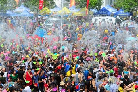 Lễ hội té nước đón tết tại Lào