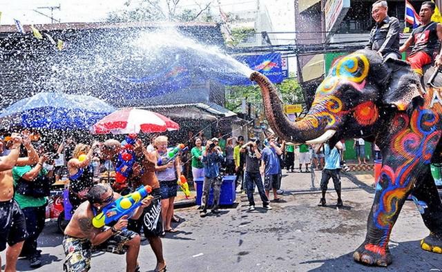 Lễ hội té nước tại Lào