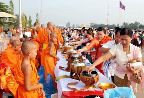 lễ hội Thạt Luổng tại Lào