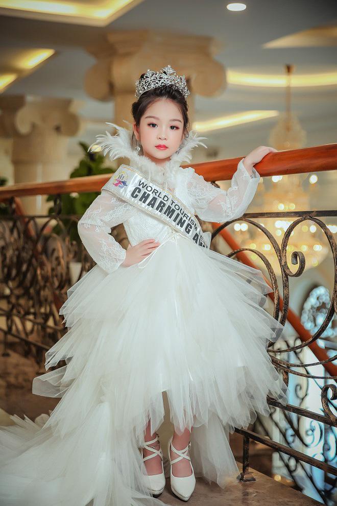 Tân hoa hậu nhí Hồng Lam