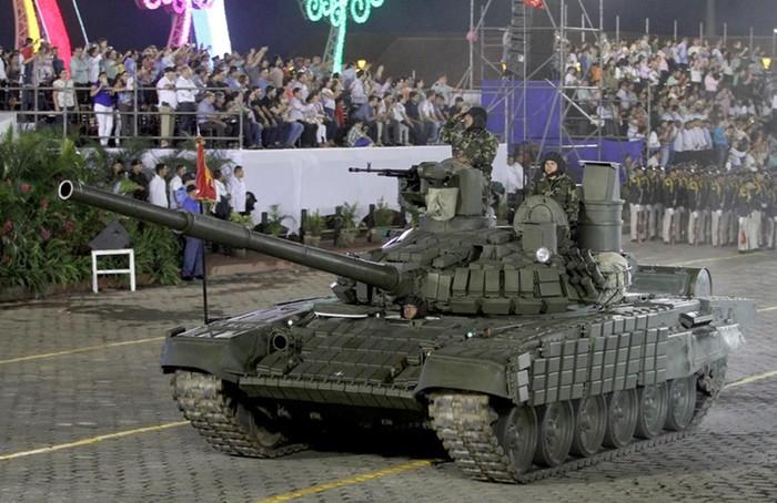 Nga chuyển giao xe tăng cho Lào