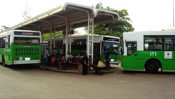 Xe bus tại Lào.