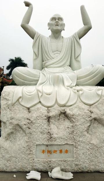 16 pho tượng La Hán trong ngôi chùa cổ