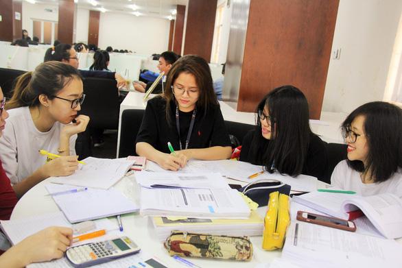 Làm việc nhóm trong học tập