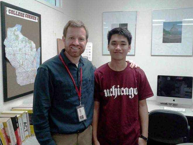 Lâm Quang Nhật cùng giảng viên tại Đại học Chicago