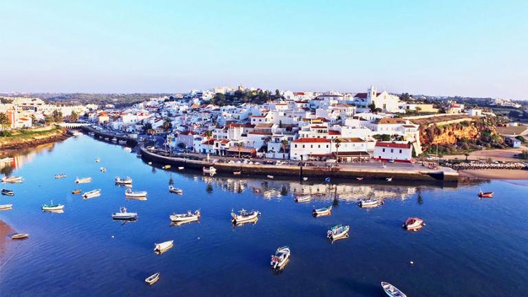 Các nhà đầu tư Việt thường đượctư vấn định cư Bồ Đào Nhathông qua hình thức đầu tư bất động sản
