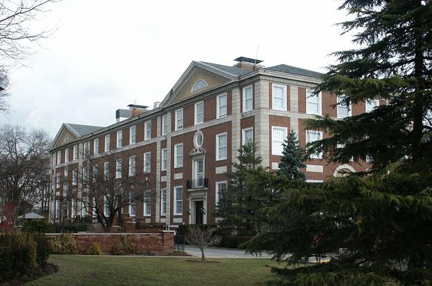 Trường Đại học Adelphi - Mỹ