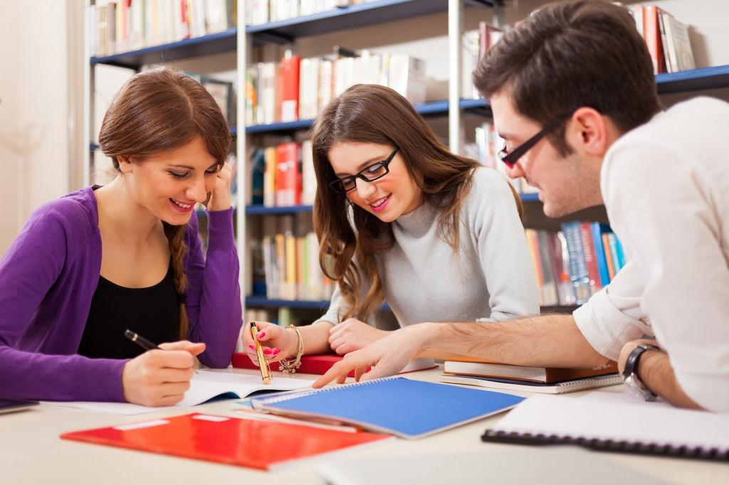 Bạn cần phải nỗ lực, cố gắng trong học tập để có thể xin được visa dễ dàng