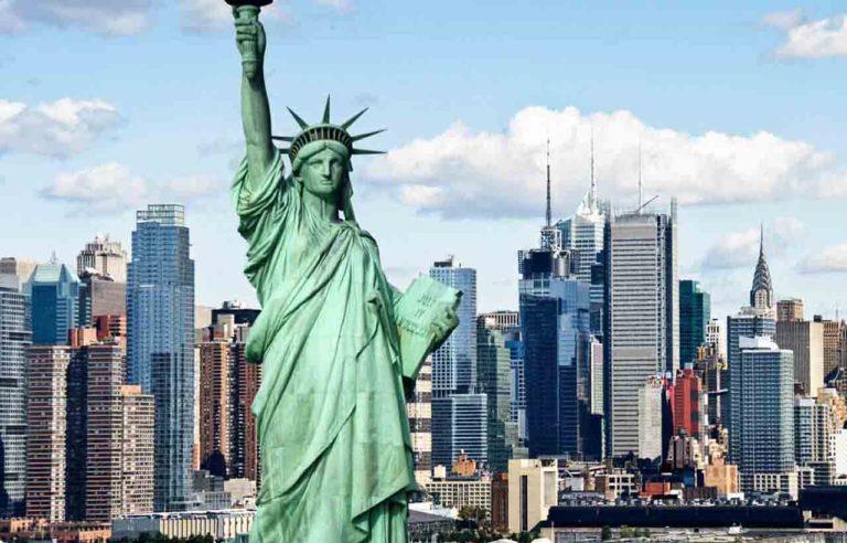 Mỹ phát triển mạnh về kinh tế, giáo dục, khoa học kỹ thuật