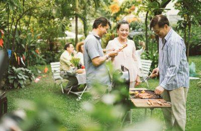 tiệc nướng ngoài vườn