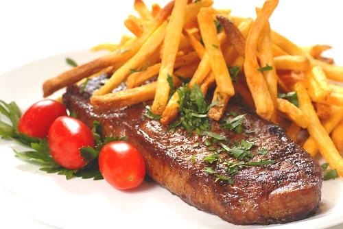 Bò bít tết với khoai tây chiên