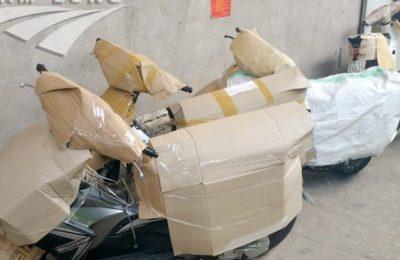 bọc xe máy bằng bìa carton