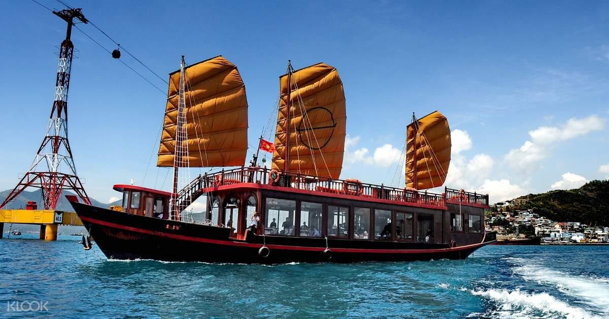 Du thuyền Emperor